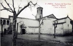 La plaça de l'Església es va situar el 1858 al lloc de l'antic fossar o cementiri. Hi sobreviuen els plataners plantats el 1864 (vers 1919)