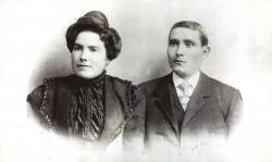 L'any 1915 els esposos Josep Borrull Isart (1876 - 1954) i Josefa Torres Torrens (1877 - 1956) van comprar la casa als Tarrés