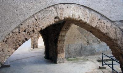 Les cases del Raval Jussà són les més antigues de la vila. El barri es va formar dels segles XI al XIV (2015)