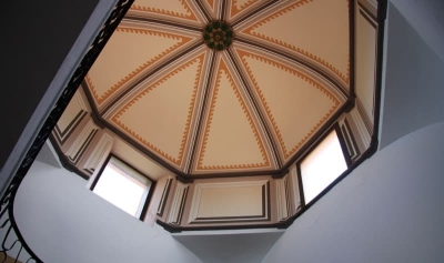 Capdamunt de l'escala i interior de la cúpula de Cal Vendrell (2015)