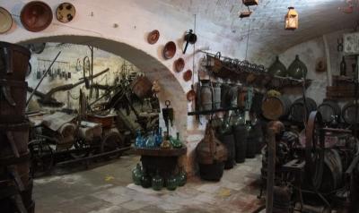 El Celler d'en Pep, ubicat a Cal Vendrell, és un museu privat dedicat a la pagesia i les eines del camp (2015)