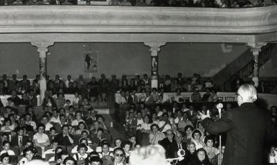 Espectacle celebrat a l'interior de la sala-teatre (cap al 1950)