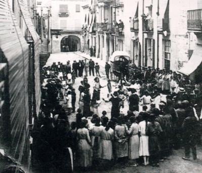 Ballada de sardanes a la plaça (dècada de 1920)
