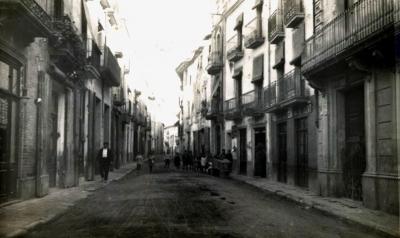 La via principal de Piera encara mantenia els carrers de terra a la dècada de 1930