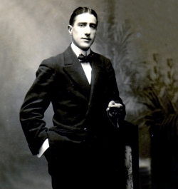 Retrat del senyor Gelonch, el comerciant que va comprar la casa als Proubasta (1916)
