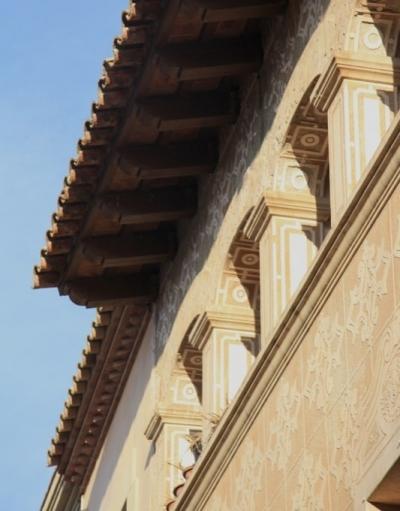 La galeria arcada del darrer pis és una solució arquitectònica típica- ment catalana (2015)