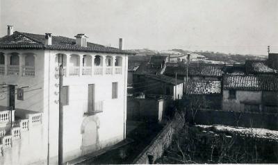 Durant la dècada de 1950 els Vidal van comprar les cases adjuntes a la Creu i les van enderrocar per millorar la perspectiva de la casa, origen de la plaça de la Creu