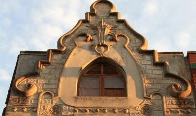 Acabament de la façana, resultat de la combinació de rectes i corbes (2015)