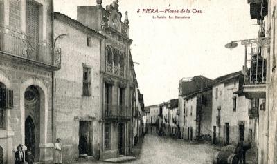 La casa es va aixecar al Raval Sobirà, el barri extramurs que a partir del segle XVIII va créixer enormement (cap al 1919)