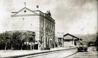 La cantina, l'estació, el dipòsit d'aigua i l'edifici de les mercaderies (vers 1920)